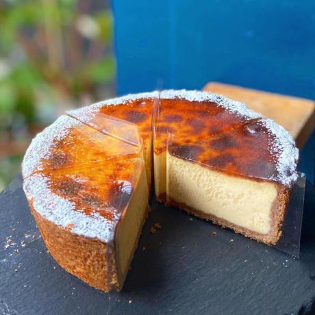 シェフこだわりの''絶品チーズタルト''14センチホール‼️