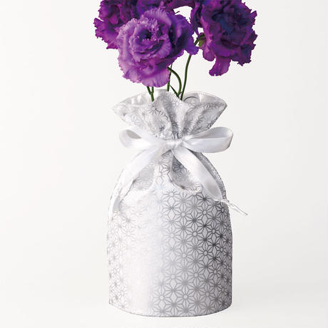 花巾着 (hana kin chaku) |和柄 | M | 麻の葉・銀
