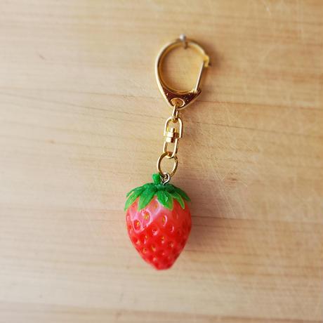 「いちご」ヘタもついて色彩良いイチゴです。