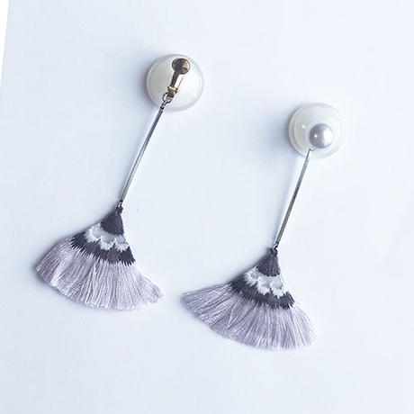 FLAT TAIL SWING PIERCE / EARRING