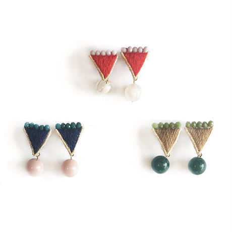 EXOTIC TRIANGLE PIERCE / EARRING