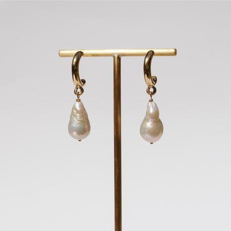 Baroque Pearls Harf Hoops .2