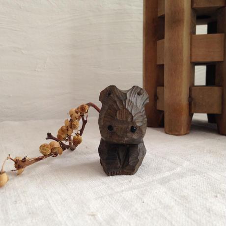 お行儀が良い木彫クマ(黒)
