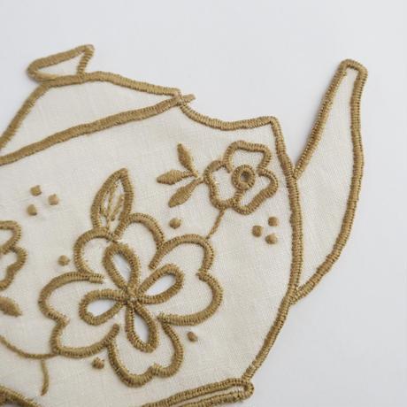 テルセイラ島の刺繍のコースター/ティーポット(ベージュ)