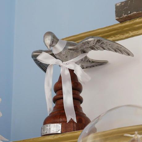 テルセイラ島の木彫りのブローチ/アルフェニン(ハト)