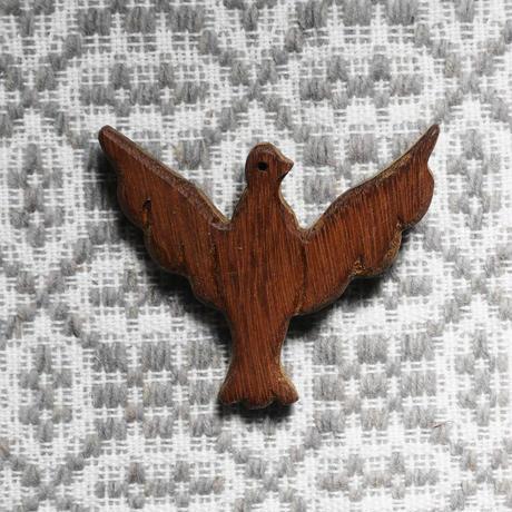 テルセイラ島の木彫りのブローチ/ハト(精霊)A