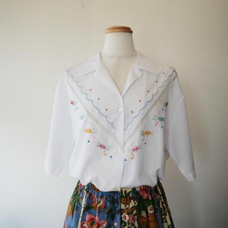 ヴィアナ・ド・カステロ刺繡の半袖ブラウス  / オープン・カラー