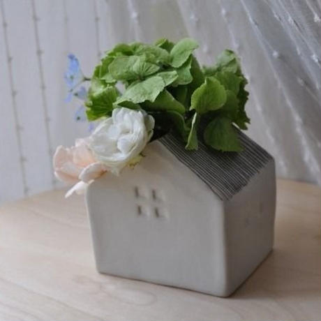 花の咲く家(花瓶)