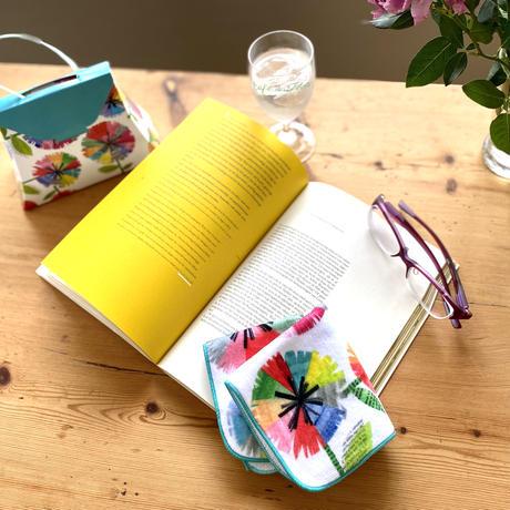 ギフトボックス完成形でのお届け「京都はんなりこものとおやつ」刊行記念*虹花ミニタオル(バッグ型ギフトボックス付き)