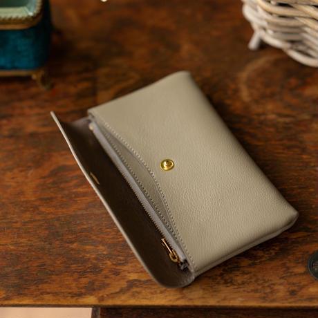 やわらかなレザーフラップ長財布 シェーブル/ライトグレージュ