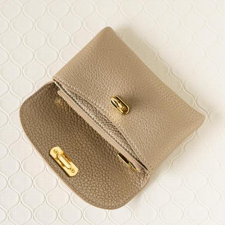 【即納】やわらかなレザーフラップミドル財布 トリヨンクレマンス/シャンパンゴールド