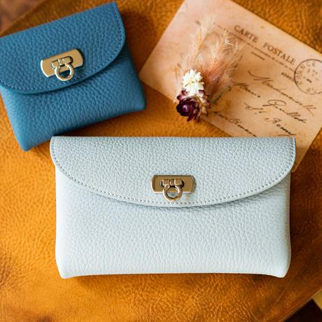 やわらかなレザーフラップミドル財布 トリヨンクレマンス/ブルージーン