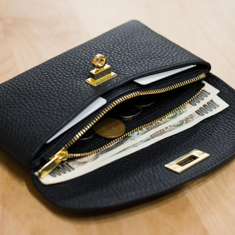 やわらかなレザーフラップ長財布・ひねり金具タイプ トリヨンクレマンス/ブラック