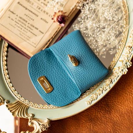 やわらかなレザーフラップ mini財布 ゴールド金具   トリヨンクレマンス/ブルージーン