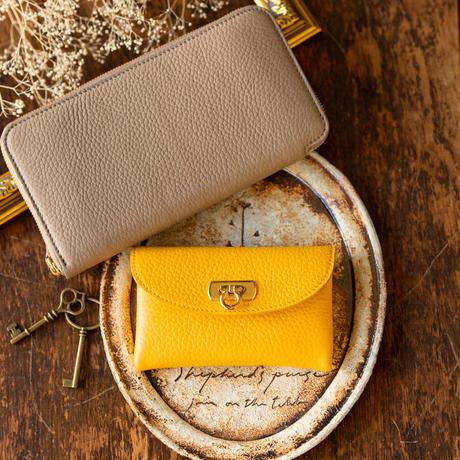 やわらかなレザーフラップミドル財布 トリヨンクレマンス/イエロー