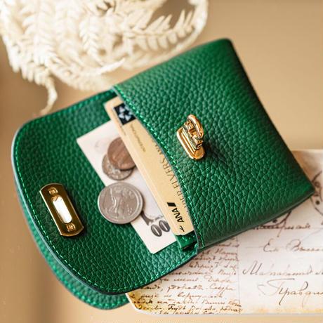 やわらかなレザーフラップミドル財布 トリヨンクレマンス/エメラルド