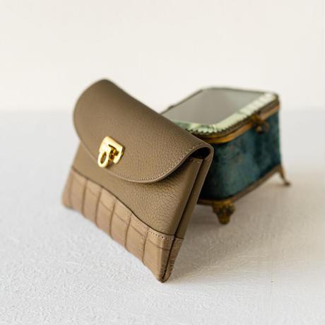 やわらかなレザーフラップ長財布クロココンビ・オコシ金具タイプ トリヨンクレマンス/エトゥープ×クロコダイル/エトゥープ