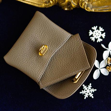 やわらかなレザーフラップミドル財布 トリヨンクレマンス/エトゥープ