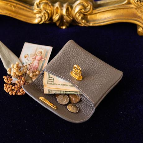 やわらかなレザーフラップミドル財布 トリヨンクレマンス/エタン