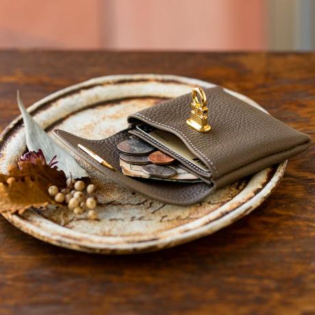 やわらかなレザーフラップ mini財布 トリヨンクレマンス/ エタン