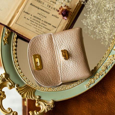 【即納】やわらかなレザーフラップ mini財布 トリヨンクレマンス/シャンパンゴールド