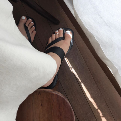 one toe ring  (T19-001)
