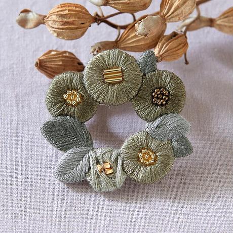 k.omono floret wreath brooch ブローチ  - kahki -  PHC-034-3