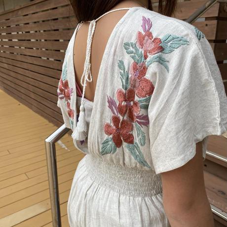 Leona 花柄刺繍ロンパース