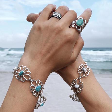 muuyaw flower of petal bracelet howlite
