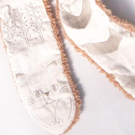 しましましっぽな猫の刺繍ロングマフラー アイボリー×カーキ(送料無料)