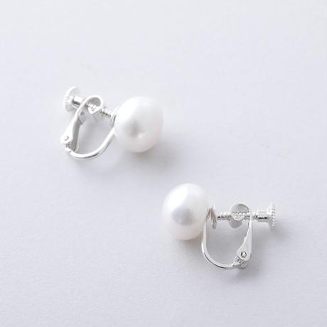 RAE810:淡水ボタンイヤリング(シルバー)  /  Freshwater  pearl Earring(SV925)