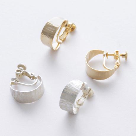 YAE087:クレセントフープイヤリング / Brass Hammered crescent hoop Earring