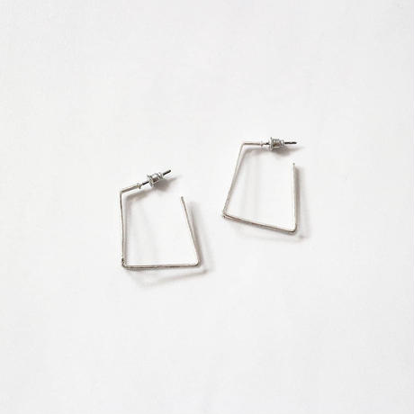 ラスト1 square hoop pierce