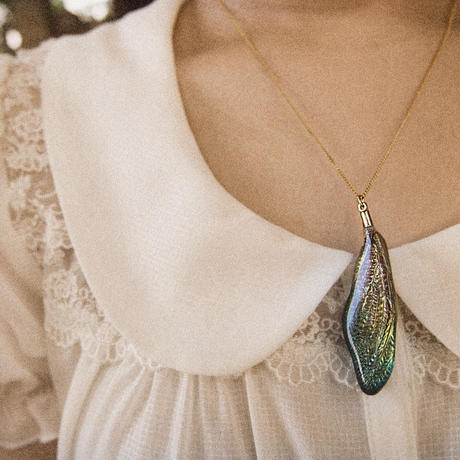 【蝉】Cicada Necklace - Glitter Gold -