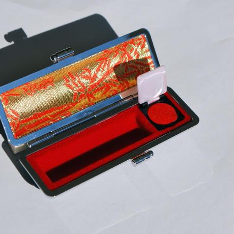 スケボー廃材の印鑑(13.5mm)彫刻料とケース(黒のモミ革ケース付き)