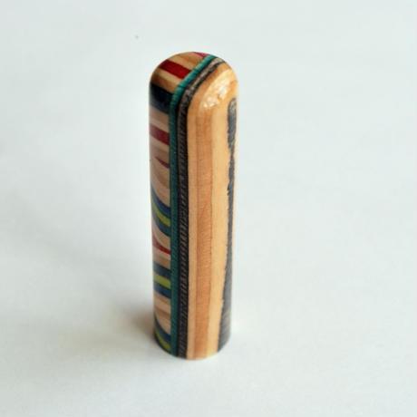 【SARUNO】スケボー廃材の印鑑(13.5mm)彫刻料とケース(黒のモミ革ケース付き)  のコピー
