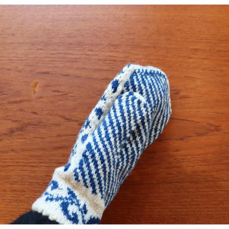handknitted mitten from Sweden blue heart