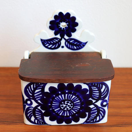 "Arabia GOG ""kooki"" spice box with wooden lid"