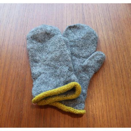 handknitted mitten from Sweden gotlandsheep