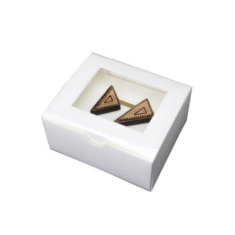 木のイヤリング 三角定規  直角・二等辺 ベージュ