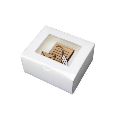 木のブローチ 手紙