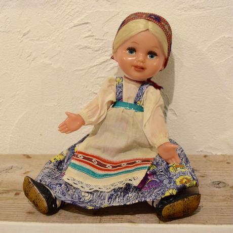 旧ソビエト フォークロアなエプロンの女の子