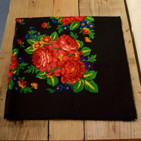 ソビエト プラトーク 黒 ピンクの花束