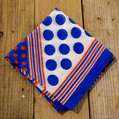 ハンガリー お菓子の包み紙みたいなスカーフ