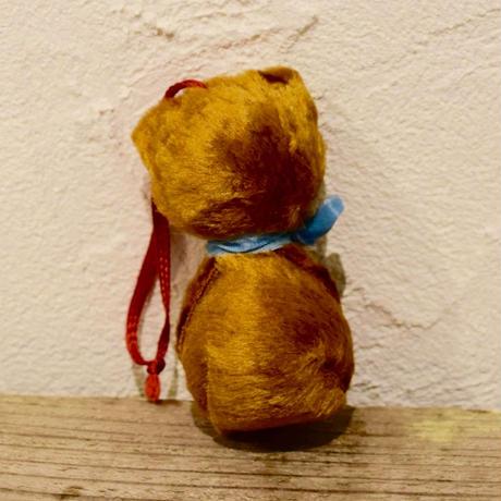 チェコ 舌をチョロっと出したクマの飾り