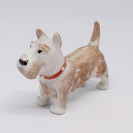 ハンガリー パステルカラーのふんわりテリア犬 フィギュリン