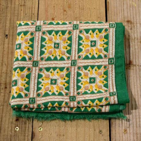 ハンガリー 幾何学模様のスカーフ