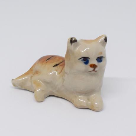 チェコ ゆったり猫 陶器の置物