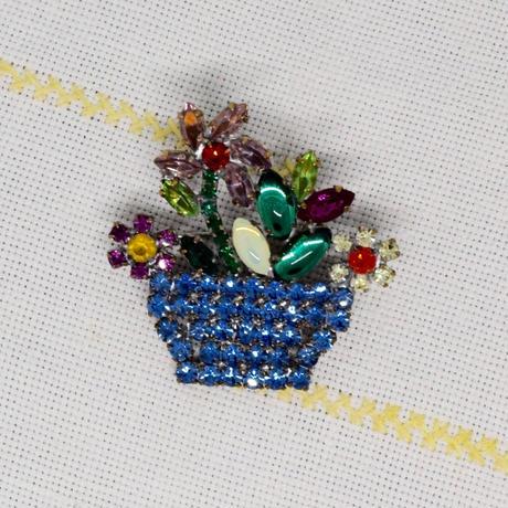 チェコ ガラスラインストーンブローチ 花かご