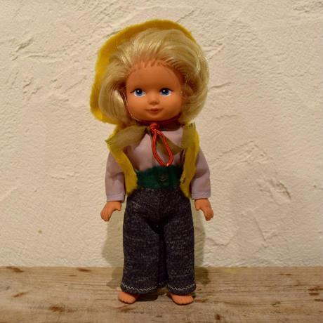 旧東ドイツ 黄色い帽子の女の子
